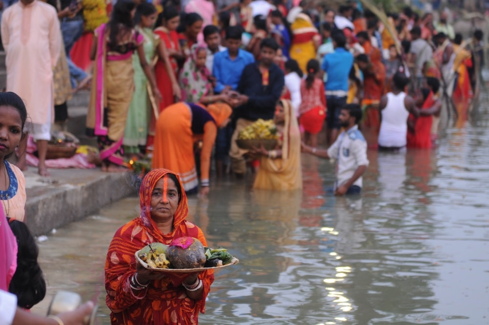<p>Devotees performing rituals on the occasion of the Chhath festival in Ranchi on Thursday.</p>