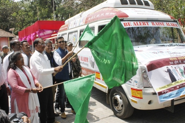 <p>Assembly Speaker, Dinesh Oraon flagging off a awareness van to stop the threat of human trafficking along with JSCPCR Chairperson Aarti Kujur and others in Ranchi on Friday.</p>…