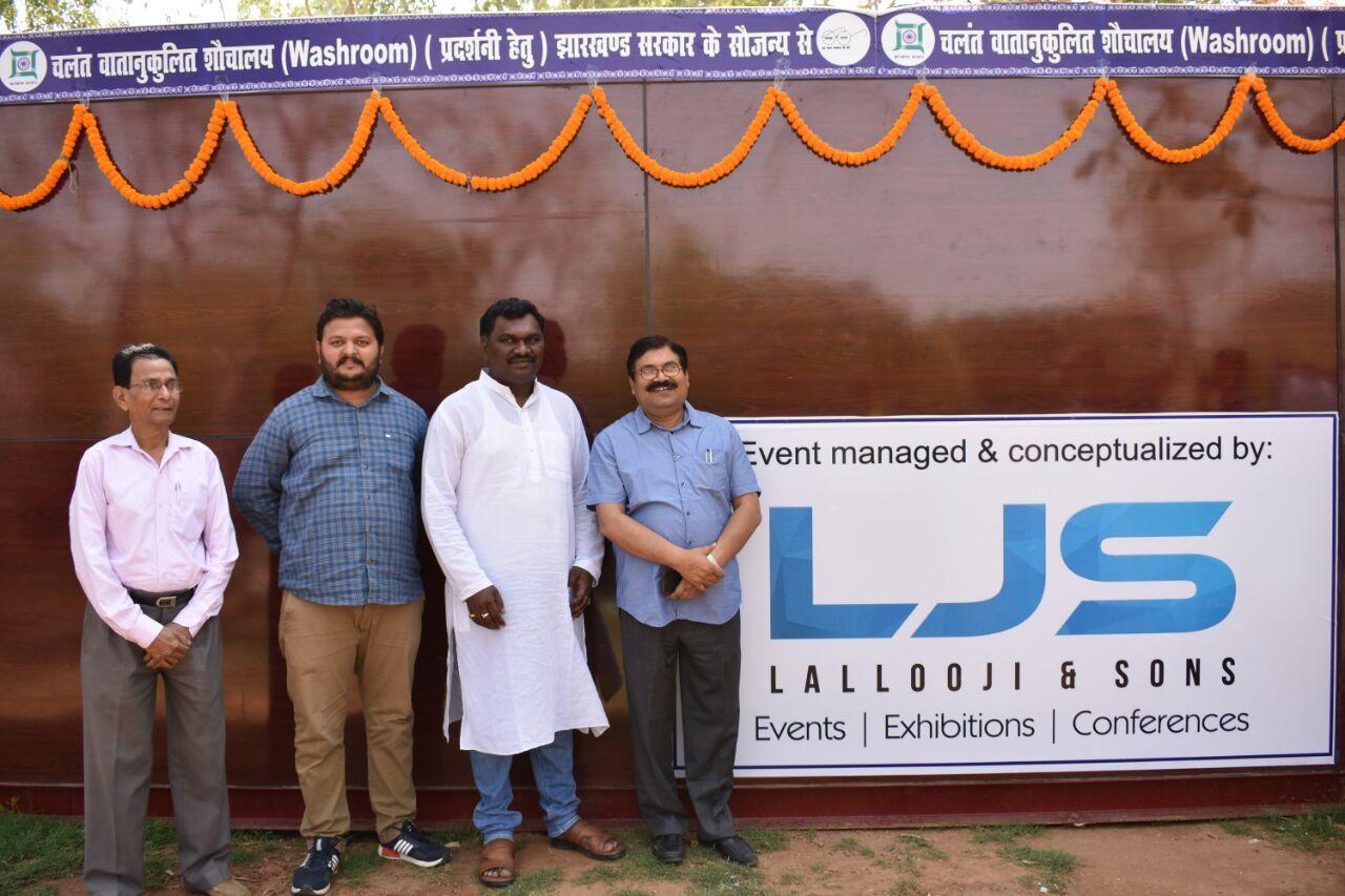 <p>रांची के मोरहाबादी स्थित गांधी प्रतिमा के पास बने चलंत आधुनिक वातानुकूलित शौचालय का उद्घाटन खेल मंत्री अमर कुमार बाउरी ने किया। इस मौके पर उन्होंने कहा कि ऐसे शौचालय को विभिन्न…