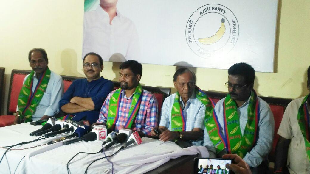<p>विधानसभा उप चुनाव मे सिल्ली (विस) से आजसू सुप्रीमो सुदेश महतो और गोमिया (विस) से लम्बोदर महतो होंगे उम्मीदवार ।07 मई को करेंगे नामांकन दाखिल ।</p>