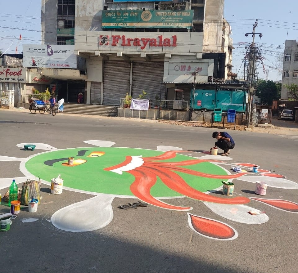 <p>COVID-19 Lockdown has left all shops, market complexes, and offices shut.More, the traffic on the main road and other connecting roads in Jharkhand was free from vehicles…