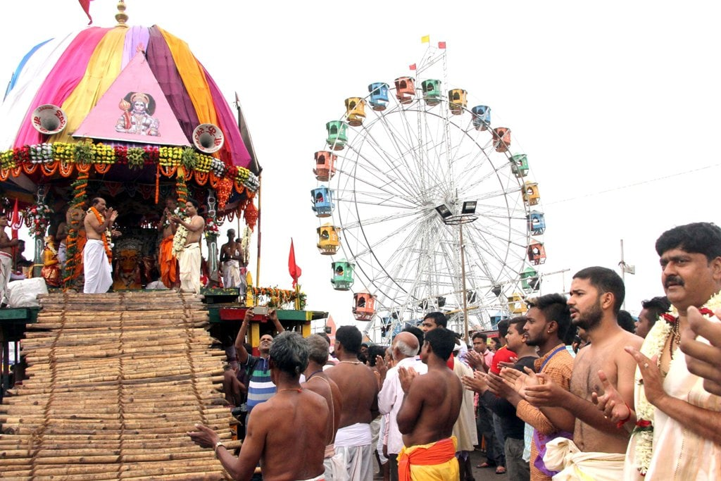 <p>Devotees offer prayers to Lord Jagannath during the ongoing annual 'Ulta Rath Yatra' procession at Jagarnathpur in Ranchi on Monday. </p>