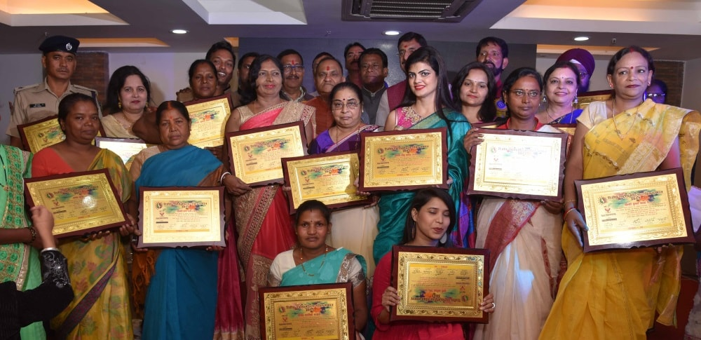 <p>Under the banner of Police Public Reporter,a programme was organised and certificates issued to women who acted as police women for the people.The certificates were issued by Urban…