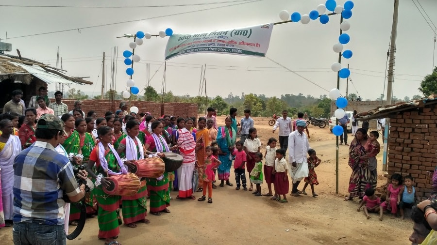 <p>Women played traditional Mandar at Golgo village in Giridih where its district administration in league with UNICEF celebrated the achievement of open defecation free (ODF) status…