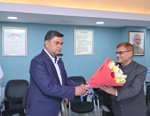 <p>R. K. Singh, Minister of State for Power (I/C) administered the Oath of Office and Secrecy to Pravas Kumar Singh, Member, Central Electricity Regulatory Commission (CERC) today.</p>…
