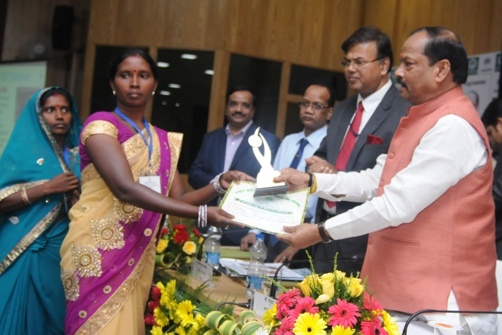<p>Jharkhand Chief Minister Raghubar Das felicitated a Self Helf Group (SHG) member during 25th Glorious years of National Bank for Agriculture and Rural development (NABARD) at Project…