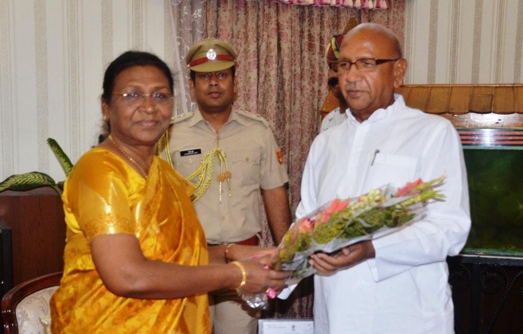 <p>माननीया राज्यपाल श्रीमती द्रौपदी मुर्मू से संसदीय कार्य तथा खाद्य,सार्वजनिक वितरण एवं उपभोक्ता मामले विभाग के मंत्री श्री सरयू राय ने राजभवन में मुलाकात की।</p>