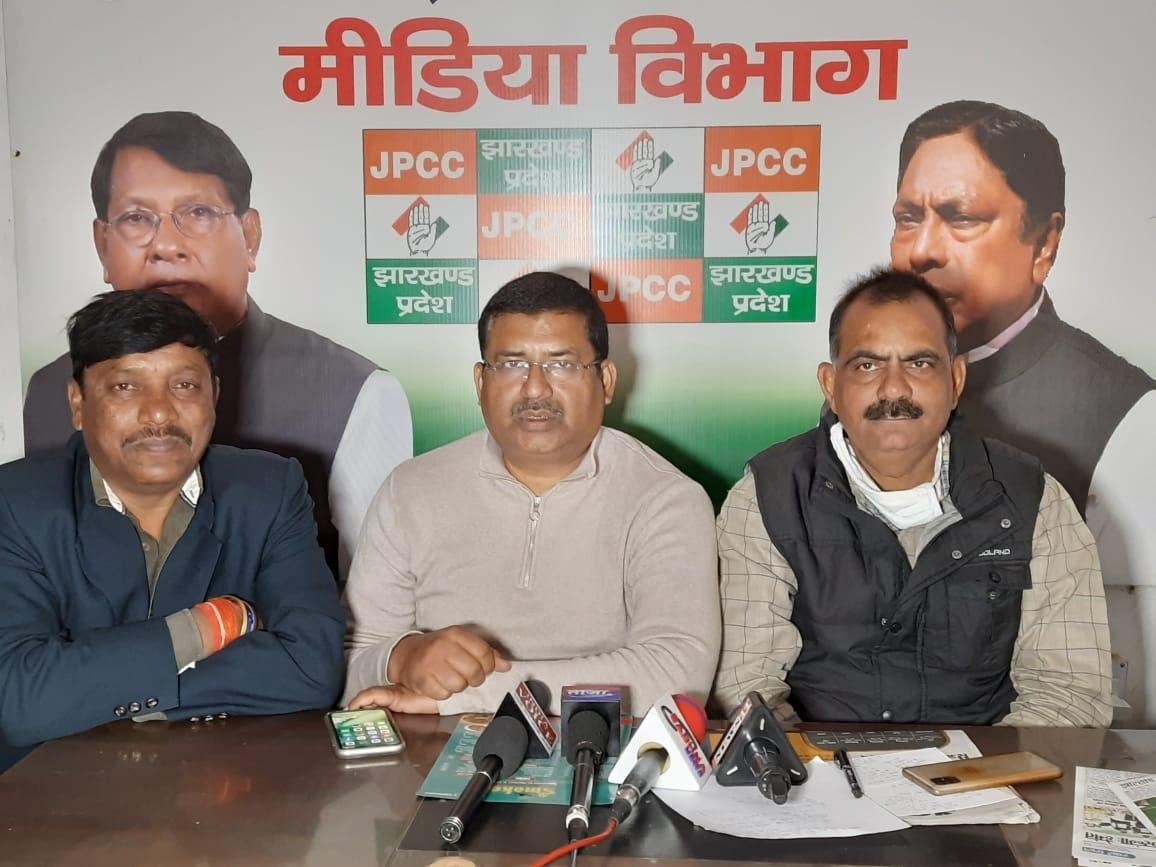 <p>झारखंड प्रदेश कांग्रेस कमेटी के प्रवक्ता आलोक कुमार दूबे, लाल किशोरनाथ शाहदेव और डा राजेश गुप्ता छोटू ने भाजपा विधायक सह पूर्व स्वास्थ्य मंत्री रामचंद्र चंद्रवंशी के बयान पर पलटवार…