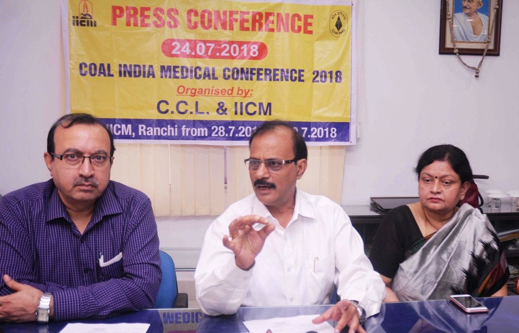 <p>Coal India Medical Conference 2018 organising committee member Dr R R Sinha, Dr C P Dham and others during a press conference at Darbhanga House in Ranchi on Tuesday. </p>