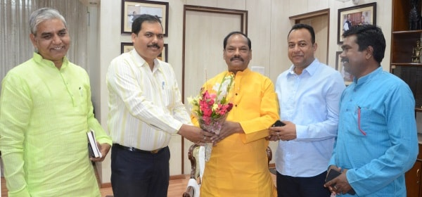 <p>Jharkhand Chief Minister Raghubar Das(second from Left) met MLA from Hatia Navin Kumar Jaiswal(First from Left) at his residence in Ranchi and wished him on the occasion of the…