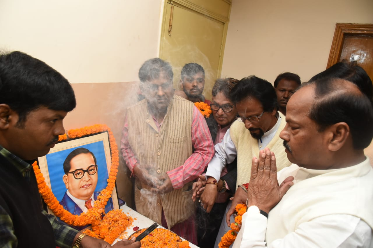 <p>Jharkhand Chief Minister Raghubar Das on December 6 paid tribute to Dr. Babasaheb B R Ambedkar on his death anniversary and hailed his contribution in framing the country's…