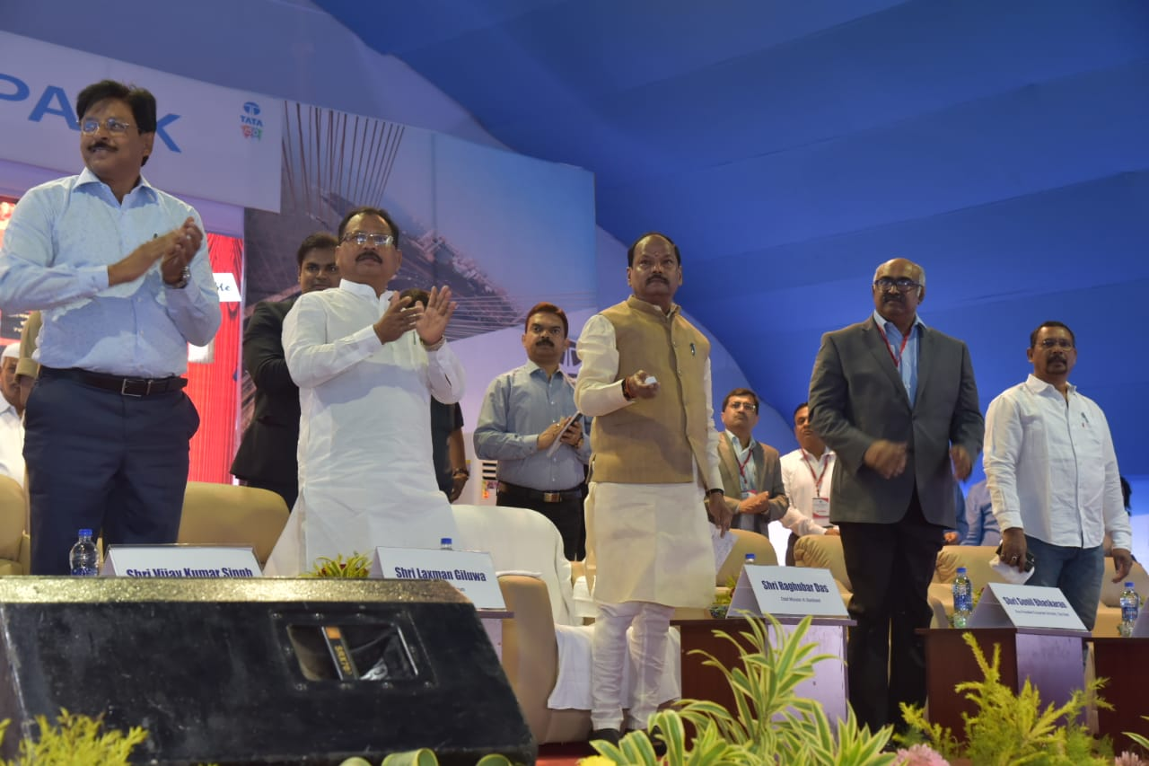 <p>As many as 37 projects worth Rs. 427.92 crore was launched by CM Raghubar Das in Chaibasa, headquarter town of West Singhbhum in Jharkhand.</p>