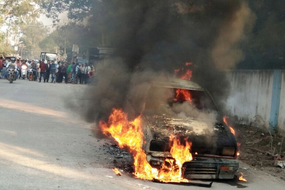 <p>Passengers and driver of Maruti car had a narrow escape on Saturday when their vehicle caught fire near Lal building chowk, Bagbeda Railway colony, Jamshedpur.Its suspected that…