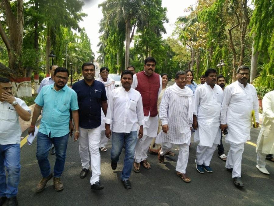 <p>Ex CM Babulal Marandi and others coming out of the Raj Bhawan in Ranchi after handing over a memorandum to Governor Draupadi Murmu.</p>