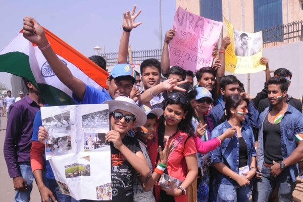 <p>Indian supporters jubilant during 5th day of 3rd test match India vs Australia at Jharkhand State Cricket Association (JSCA) stadium in Ranchi on Monday.</p>