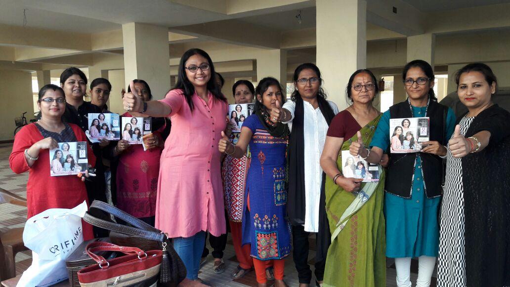 <p>चेशायर होम रोड़ स्थित इस्टेट स्क्वायर अपार्टमेंट 2 में अंतर्राष्ट्रीय महिला दिवस की पूर्व संध्या पर ओरिफ्लेम एवं रुना शुक्ला के सहयोग से उस अपार्टमेंट में रहने वाली महिलाओं…