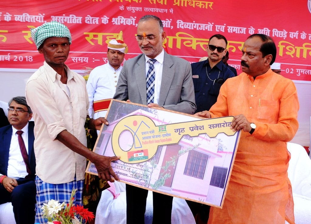 <p>Chief Minister Raghubar Das hands over home key to a beneficiary during the Legal Services cum Empowerment camp at Gumla district on Tuesday. Acting Chief Justice Jharkhand High…