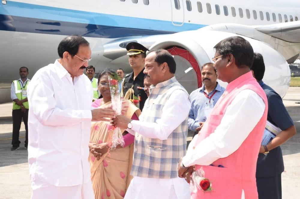 <p>Chief Minister Sri Raghubar Das along with former chief minister of Jharkhand Sri Arjun Munda greeting Honorable Vice President of India SriVenkaiah Naidu at Birsa Munda airport…