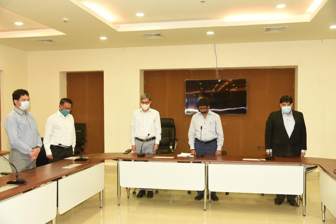<p>झारखण्ड राज्य के पूर्व मुख्य सचिव सजल चक्रवर्ती के निधन पर मुख्यमंत्री श्री हेमन्त सोरेन, मुख्य सचिव श्री सुखदेव सिंह, झारखण्ड कर्मचारी चयन आयोग के अध्यक्ष श्री सुधीर त्रिपाठी,…
