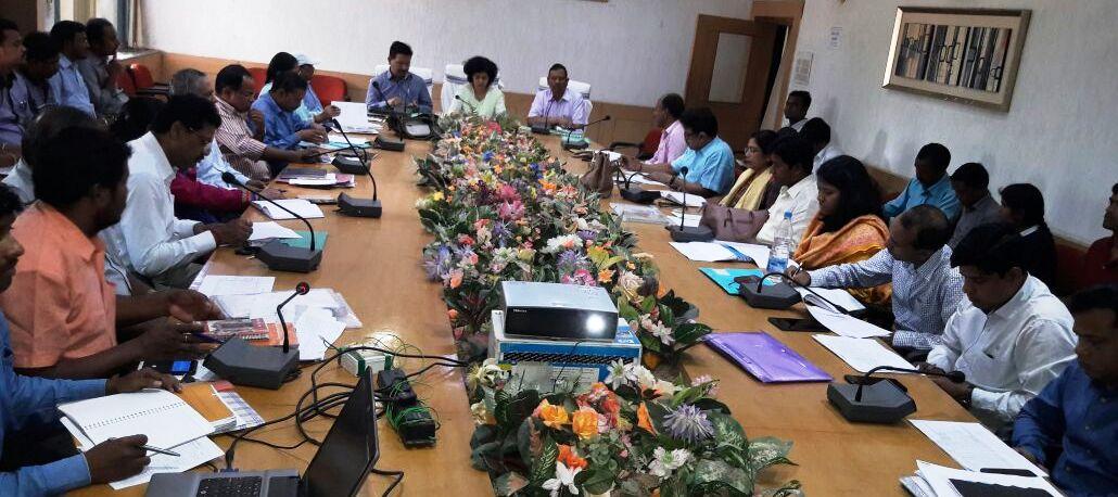 <p>गुमला - पेयजल एवं स्वच्छता विभाग की सचिव श्रीमती आराधना पटनायक ने गुमला जिले में स्वच्छ भारत मिशन (ग्रामीण) के तहत् शौचालय निर्माण अभियान की समीक्षा की।</p>