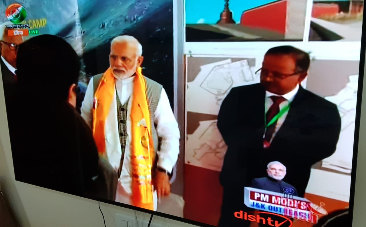 <p>Prime Minister Narendra Modi and Jharkhand cadre IAS officer NN Sinha at Leh during the commencement event of Zojila Tunnel.</p>