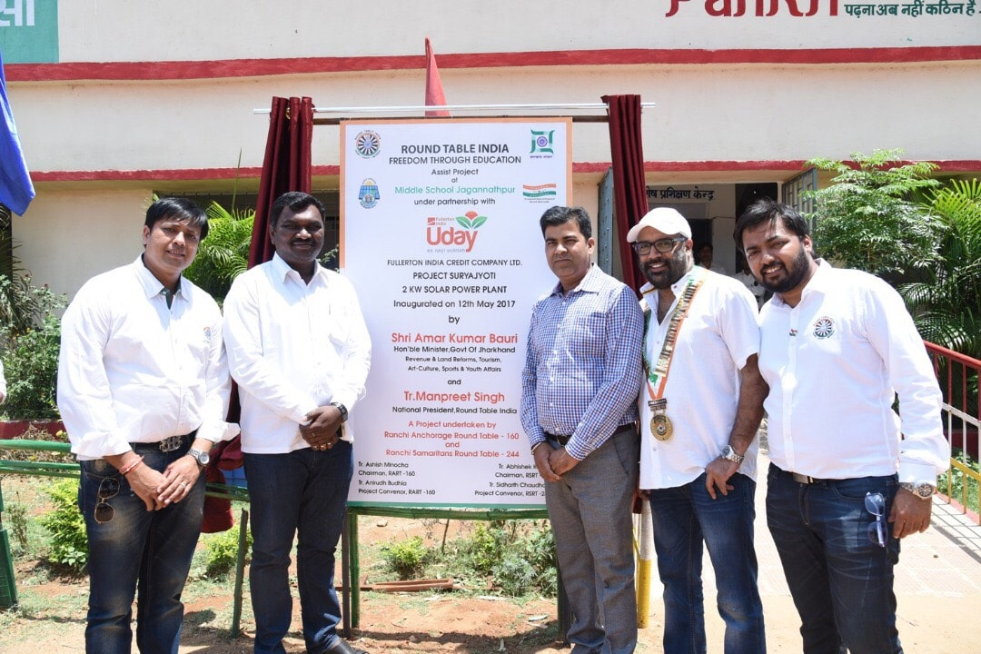 <p>The private company Round Table India's 2 kilo watt Solar Light unit was inaugurated at the state government run middle school in Ranchi on Friday</p>