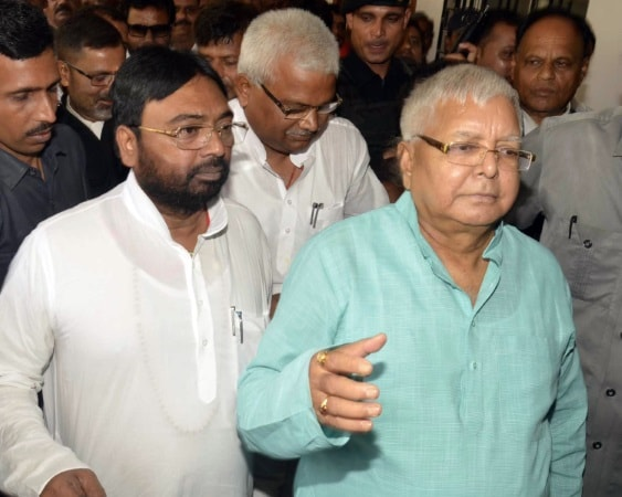 <p>Following its summon, RJD chief and Ex CM of Bihar Lalu Prasad Yadav today appeared before the CBI Special Court in Ranchi in the fodder scam case.</p>