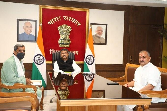 <p>Dharmendra PradhanTweets praising BJP MP:लोकप्रिय नेता और सांसद, औरंगाबाद, बिहार, श्री@SushilSinghMPजी से मिलकर मन आनंदित हुआ। हमने औरंगाबाद में शिक्षा…