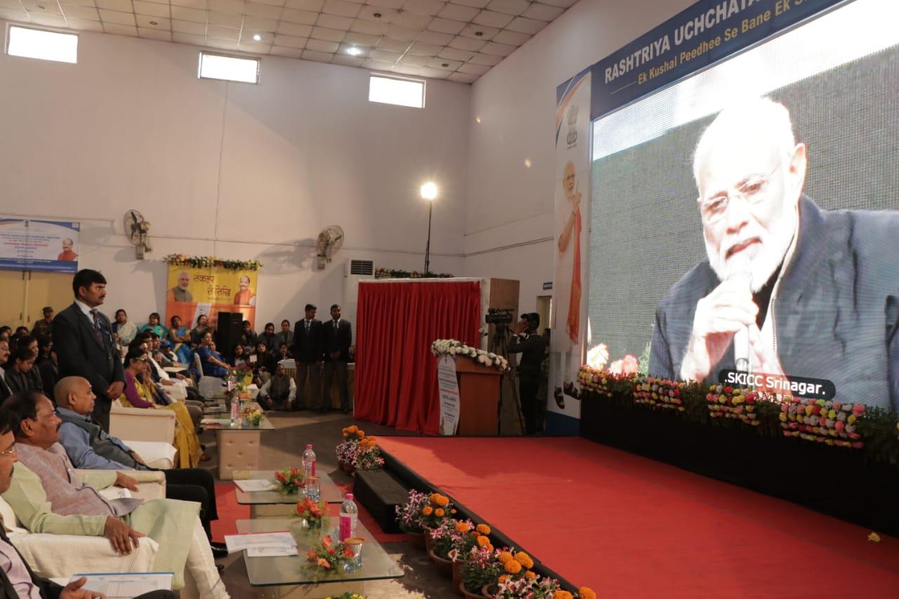<p>झारखंड के पहले महिला विश्वविद्यालय, 'जमशेदपुर वूमेन यूनिवर्सिटी' का ऑनलाइन शिलान्यास देश के प्रधानमंत्री ने आज दिनांक 03/02/2019 को जम्मू-कश्मीर के शेर-ए-कश्मीर इंटरनेशनल…