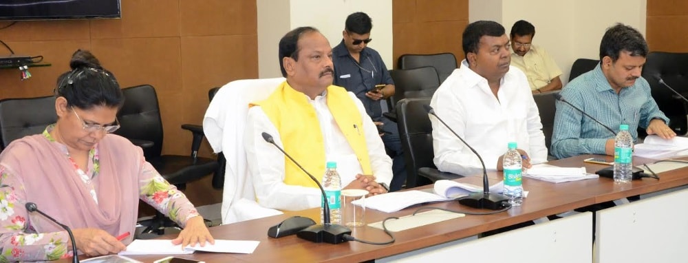 <p>Reviewing the works of the water resource department inside the state secretariat in Ranchi,Jharkhand Chief Minister Raghubar Das directed Principal Secretary Sukhdeo Singh to set…