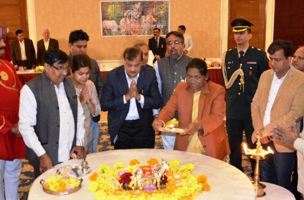 <p>माननीया राज्यपाल द्रौपदी मुर्मू आज दिनांक 15/12/2018 को झारखंड राज्य गोशाला संघ द्वारा आयोजित कार्यक्रम में शामिल हुई |</p>