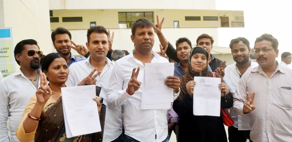 <p>Mayor Candidate from various party showing victory sign after receive their symbol for Ranchi Municipal Corporation (RMC) Civic body election at Collectorate in Ranchi on Wednesday.</p>…
