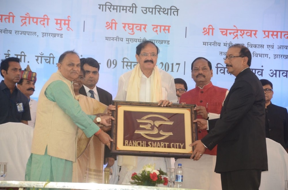 <p>Vice President of India M Venkiah Naidu being presented a plaque by minister CP Singh,Governor Draupadi Murmu, CM Raghubar Das to commemorate the foundation stone laying ceremony…