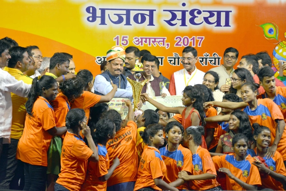 <p>Chief Minister Raghubar Das at Dahi-Handi competition at Albert Ekka chouwk in Ranchi on Tuesday evening.</p>