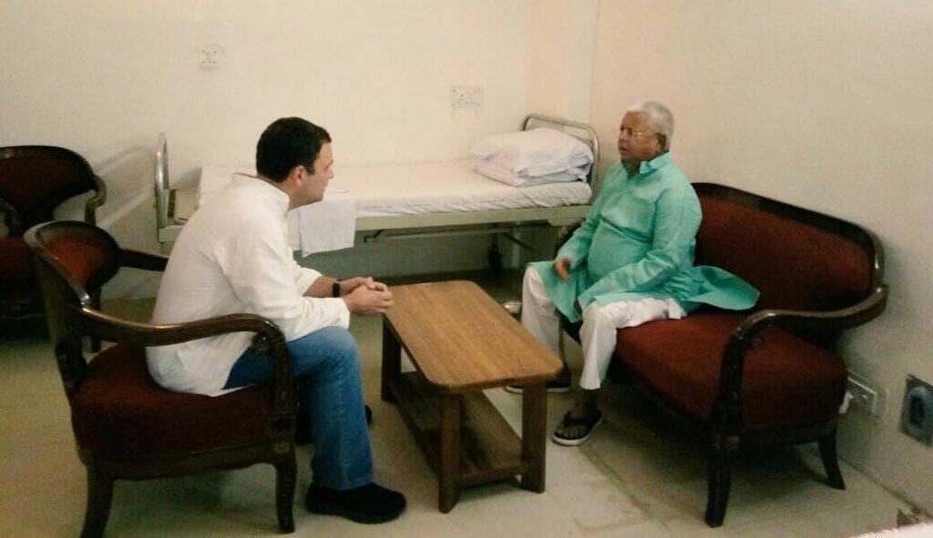 <p>कांग्रेस अध्यक्ष राहुल गांधी ने राष्ट्रीय जनता दल प्रमुख और बिहार के पूर्व मुख्यमंत्री लालू प्रसाद यादव से दिल्ली के एम्स अस्पताल में मुलाकात की है| राहुल ने लालू से मिलकर…