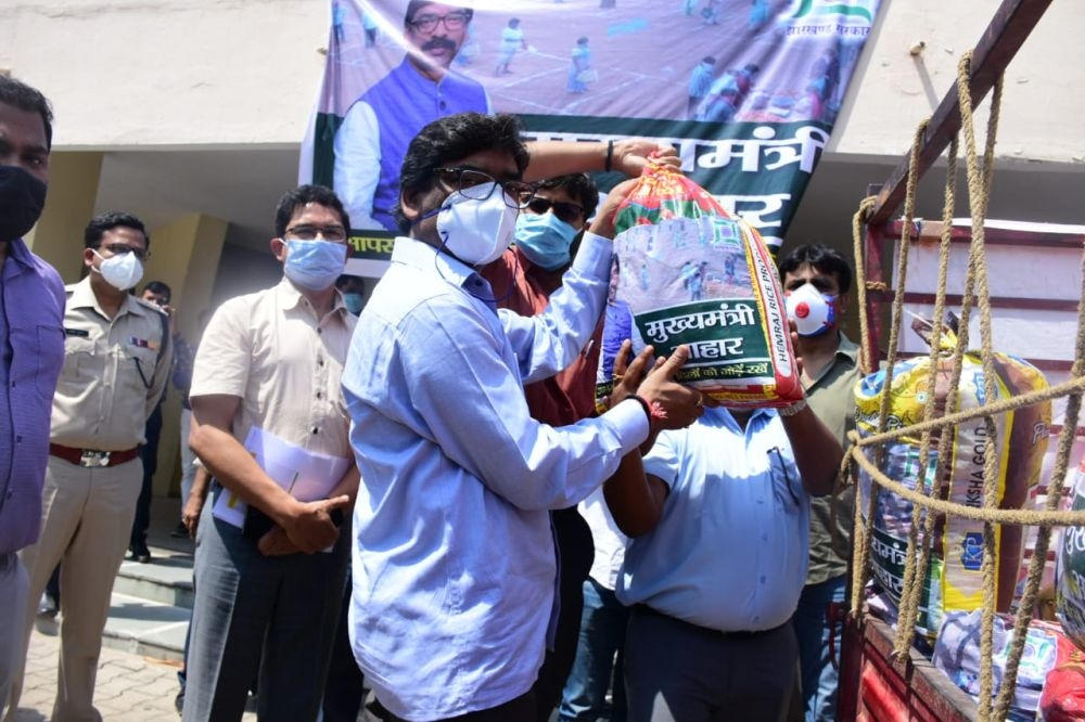 <p>Jharkhand CM Hemant Soren flagging off the vehicle of food packs for people at Guru Nanak Higher Secondary School in Ranchi.At this school, a demo of the sensitizer equipment…