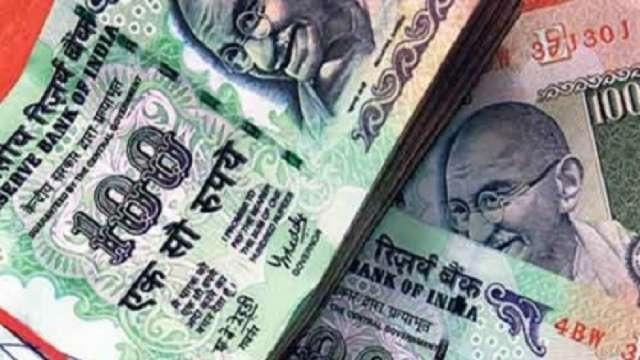 <p>एक खबर में दावा किया जा रहा है कि आरबीआई द्वारा दी गई जानकारी के अनुसार मार्च 2021 के बाद 5, 10 और 100 रुपए के पुराने नोट नहीं चलेंगे।</p> <p>PIB Fact Check :यह दावा #फ़र्ज़ी है।<br…