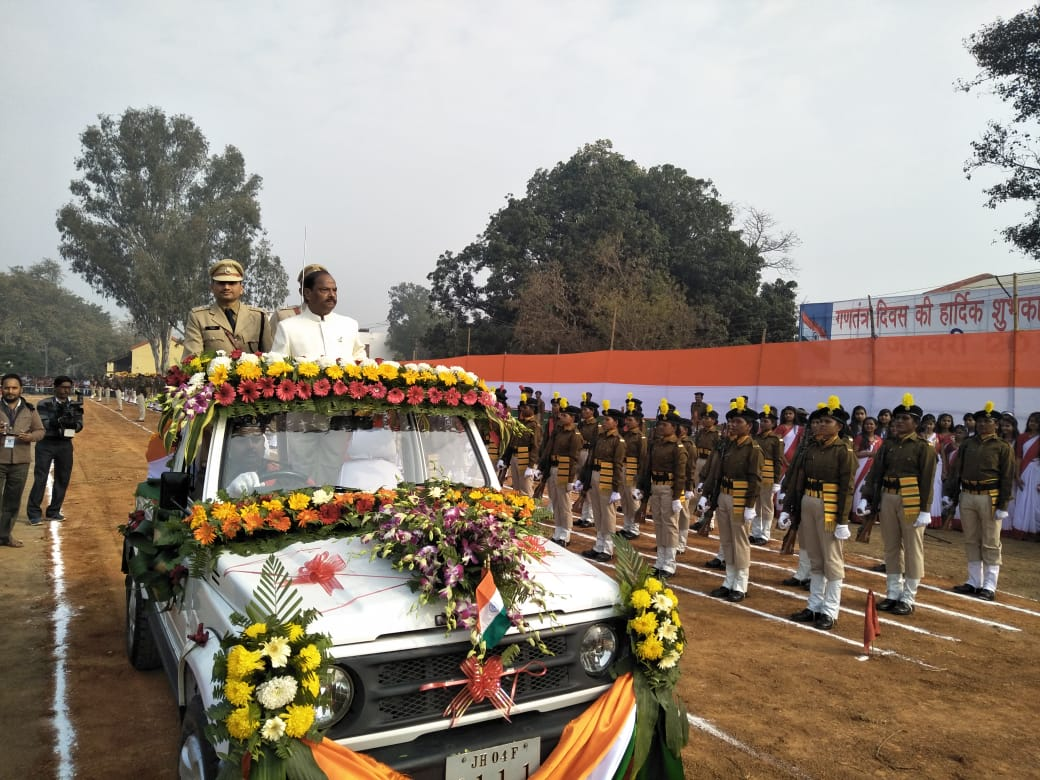 <p>Chief Minister Raghubar Das taking salute after unfurling the truth- colour national flag in Dumka on the occasion of 70th Republic Day.</p>