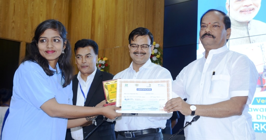 <p>Chief Minister Raghubar Das distributes regional level contest of World Skill competition winners certificate to Barkha Rani during a programme at Project building secretariat in…