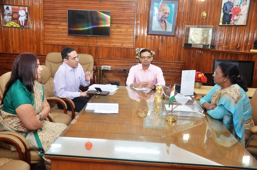 <p>माननीया राज्यपाल श्रीमती द्रौपदी मुर्मू ने मीडिया में प्रकाशित समाचार ''राज्य के गिरिडीह, खूँटी, सिमडेगा, चतरा, राँची, रामगढ़ आदि जिलों में भूख से हुई मौत''…