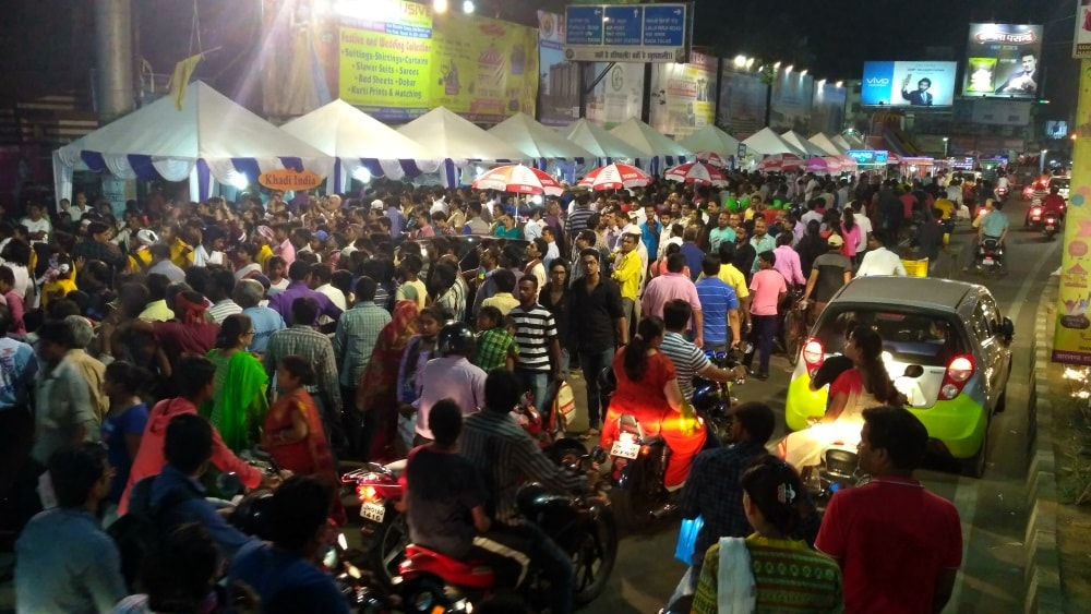 <p>Traffic was paralysed at Albert Ekka Chowk in Ranchi last night when Ratri Bazar organised by state government run Khadi Board opened between 9 pm and 12 pm.This is for the first…