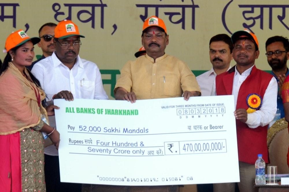 <p>Jharkhand Chief Minister Raghubar Das (C) handing over a Cheque of Rs 470,0000000/= (Four hundred seventy Crore) for Shaki Mandal during a programme on the occasion of the International…