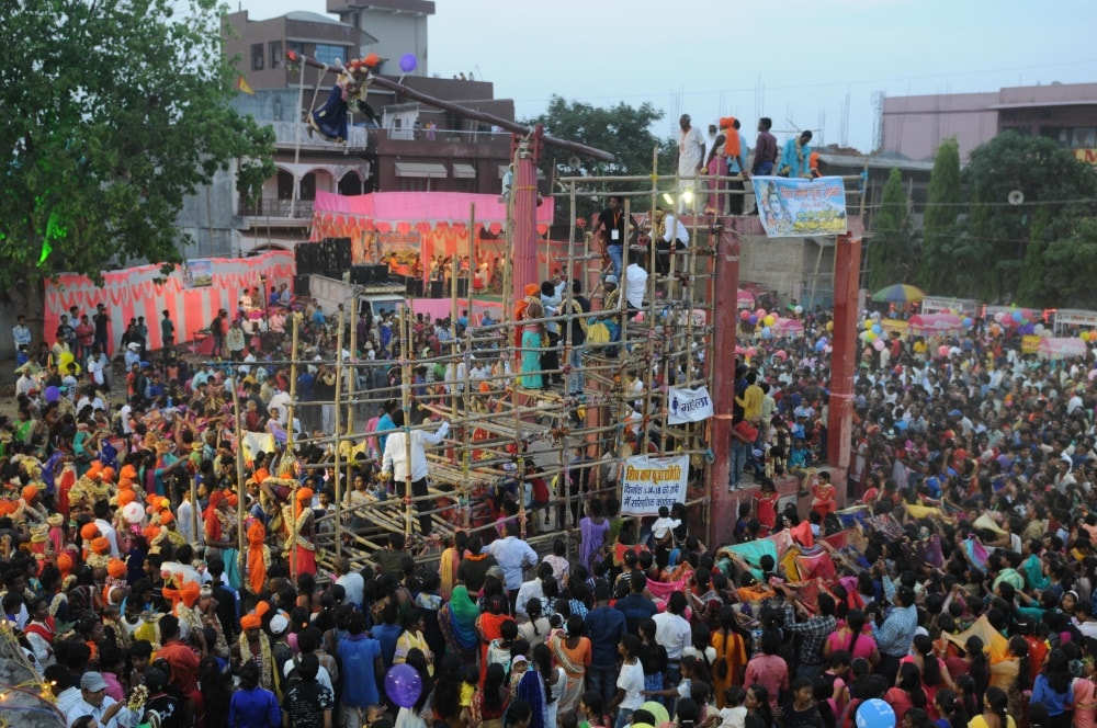 <p>People watch acrobatics being performed by a devotee during the ritual of Manda puja festival at Ranchi on Saturday.</p>