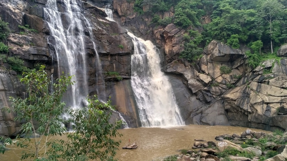 <p>With change of season - from summer to Monsoon-the Beauty of Hundru Falls in Jharkhand has turned green with rain water, making it live.See the scenes,says senior photo journalist…