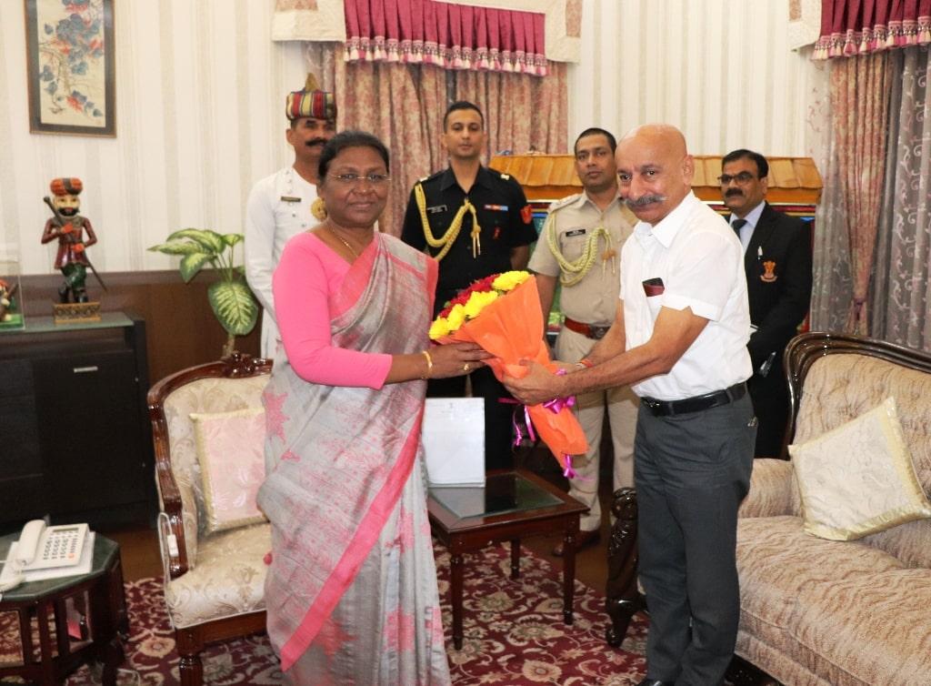 <p>माननीया राज्यपाल द्रौपदी मुर्मू से आज दिनांक 13/10/2018 को दक्षिण पूर्व रेलवे के जीएम(आईआरटीएस) पी एस मिश्रा ने मुलाकात की।</p>