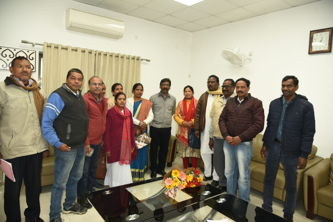 <p>A delegation of Jharkhand State Employees Federation met Chief Minister Hemant Soren today under the leadership of Virendra Nath Manjhi at the Chief Minister's residence on…