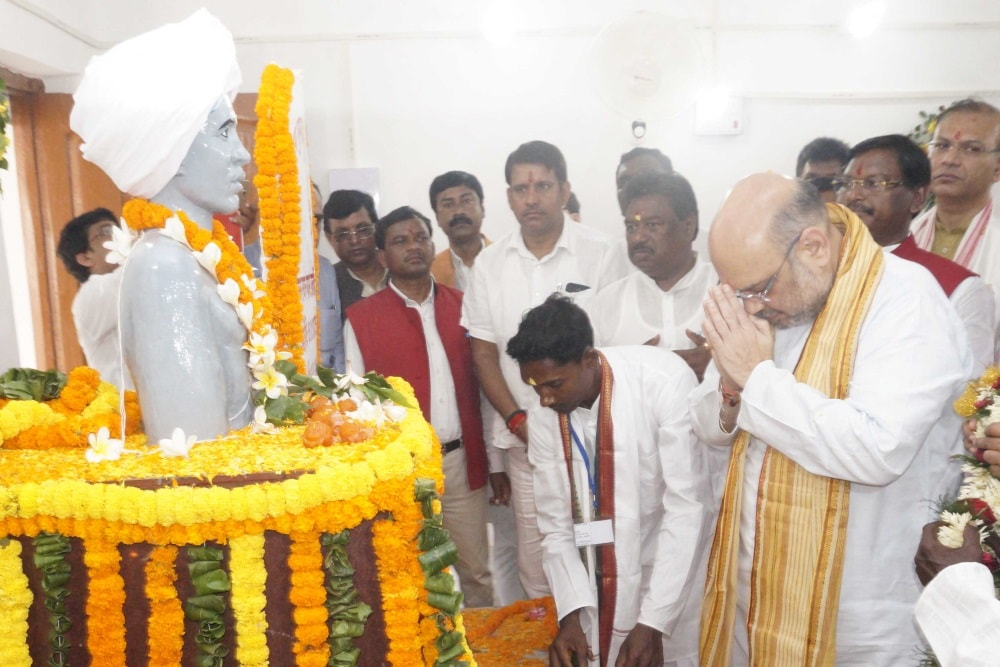 <p>BJP National President Amit Shah paying floral tribute to Bhagwan Birsa Munda at his native village Ulihatu under Khunti District of Jharkhand during cleanliness drive campaign…