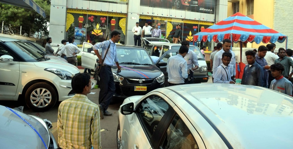 <p>On the auspicious occasion of Dhanteras on Wednesday, numerous car buyers thronged to the various car showroom in the city.</p>