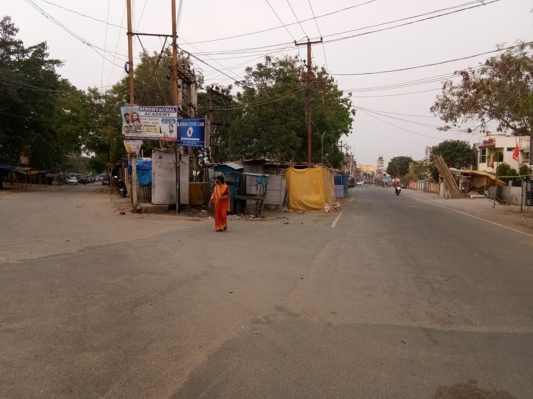 <p>2:00 बजे के बाद सुना पड़ा हरमू बाजार, Ranchi.</p>