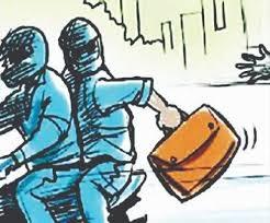 <p>Jamshedpur: पेट्रोल पंपकर्मी से 9. 50लाख लूट कर तीन बदमाश फरार हो गए</p> <p>जसीडीह थाना क्षेत्र स्थित जुबली पेट्रोल पंपकर्मी से मास्क लगाए तीन बदमाश सोमवार को 9 लाख 50 हजार…